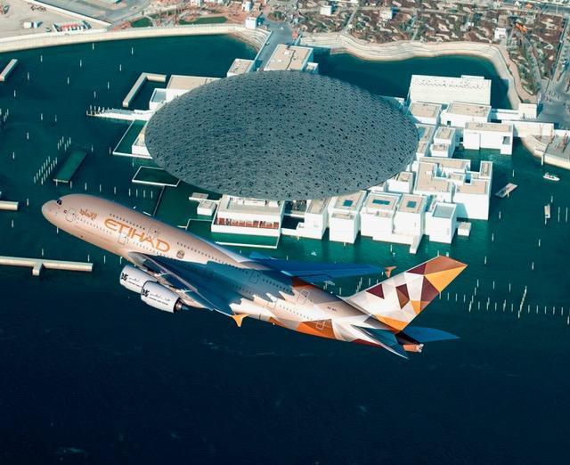 """(ВИДЕО) Спектакуларниот музеј """"Лувр"""" во Абу Даби снимен од воздух"""