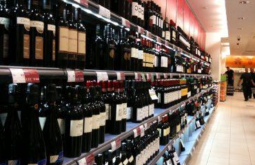 Законските измени подготвени: Алкохол конечно ќе може да се купи во секое време
