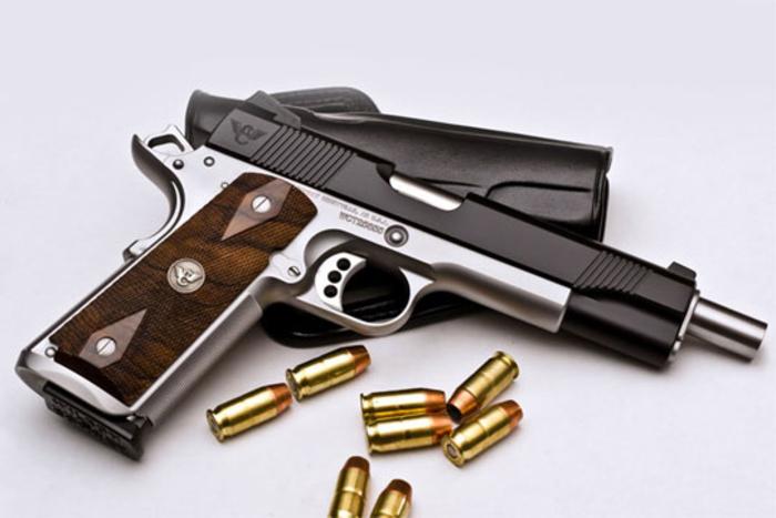 Полицијата пронајде рачна бомба  пушки и пиштоли во домот на кичевчанец