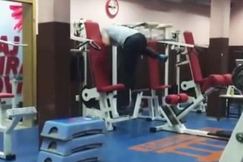 (ВИДЕО) Снимка од фитнес-сала во Сараево стана хит на социјалните мрежи