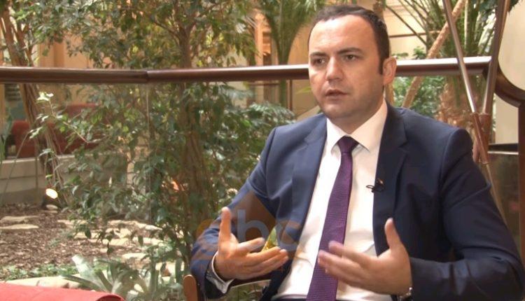 Османи  Амандманите од ВМРО   ДПМНЕ се со цел физичко спречување на Законот за јазици