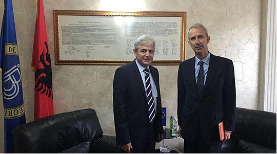 DUI leader Ahmeti meets Dutch ambassador Plomp