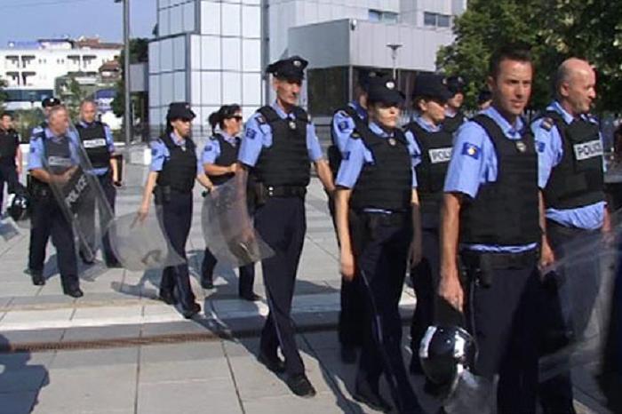 Policët e Kosovës tashmë nuk guxojnë të shkojnë në xhami dhe kafene derisa janë në detyrë