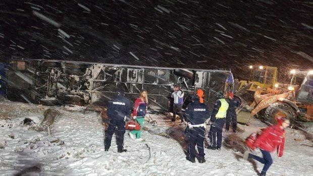 Маж и две жени се жртвите во превртениот автобус кај Лесковац