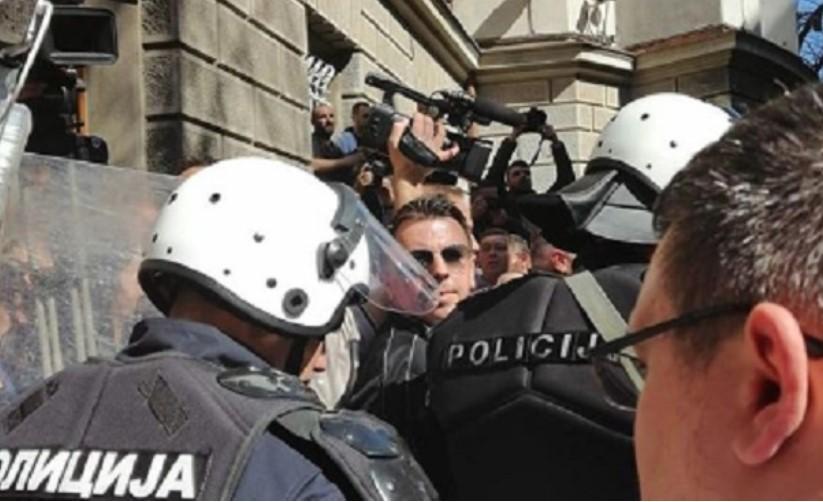 Протестот во Белград заврши со барање за ослободување на приведените