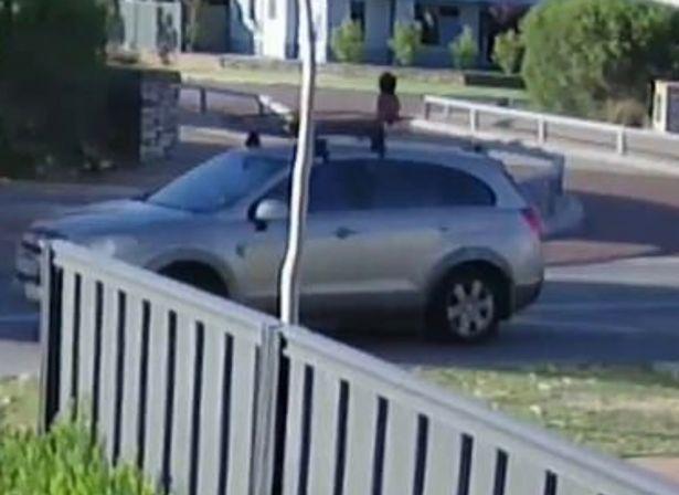 (Видео) Мајка го заборавила детето на покривот од автомобилот, возела со 90км/ч