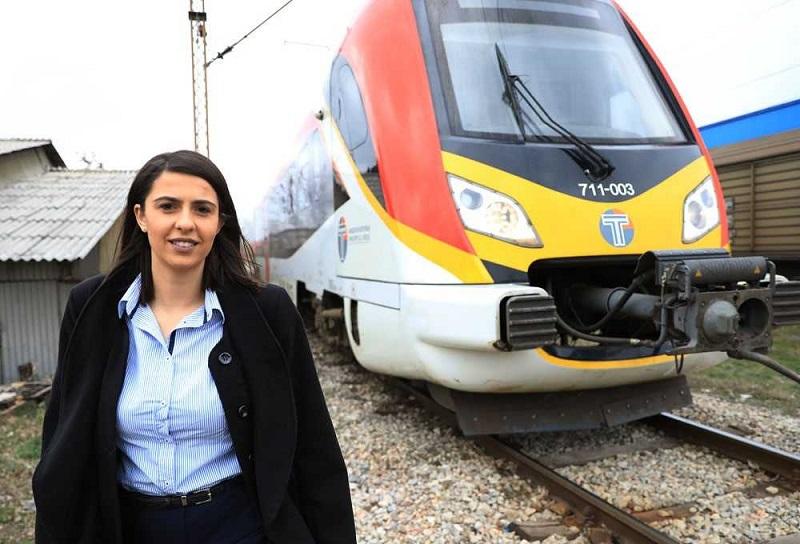 Зорица Петрова, првата жена машиновозач во Македонија