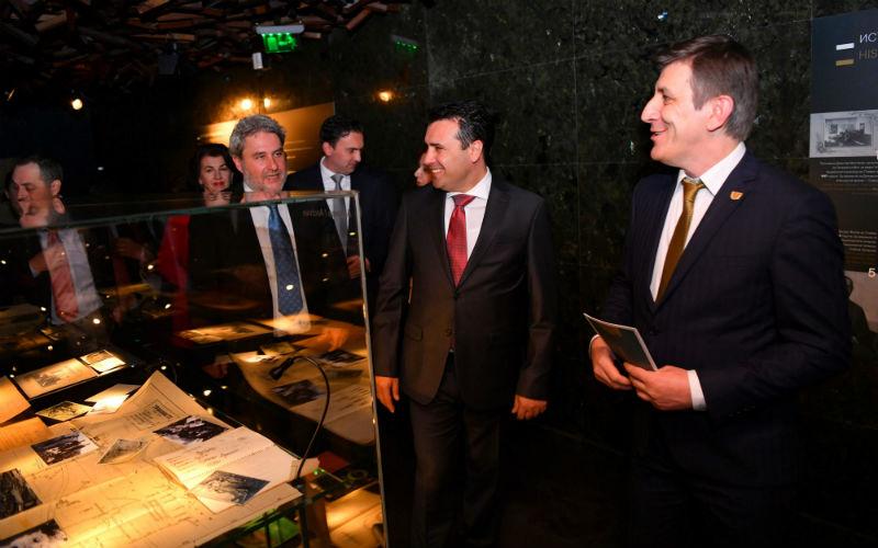 Заев ја отвори ексклузивната изложба во Скопје: Требениште е безвременска загатка
