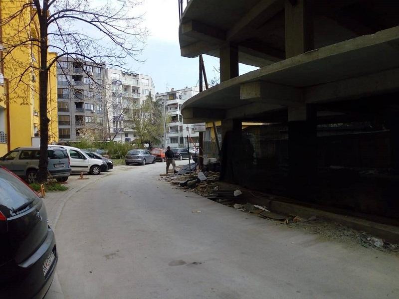"""Граѓаните """"на мускули"""" да ја стопираат изградбата на зградата во Дебар Маало"""