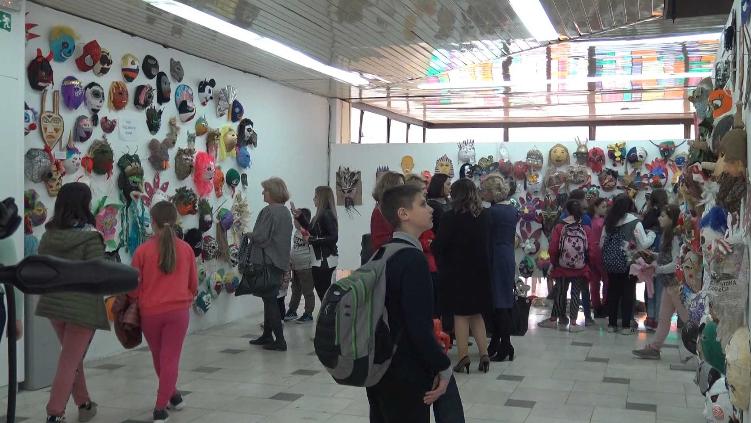 """Со изложба на стотици маски почна прилепскиот карневал """"Прочка 2019"""""""