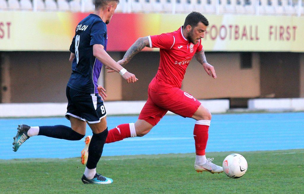 Мак-фудбал: Вардар ремизира кај Беласица, Работнички поразен од Академија Пандев