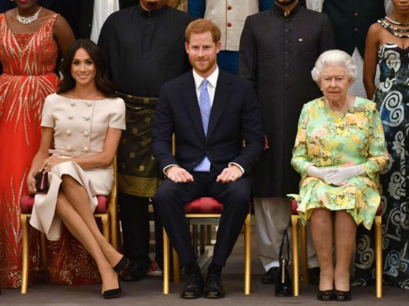 """Меган и Хари: Кралицата ја одби молбата да """"раскинат"""" со Бакингемската палата"""