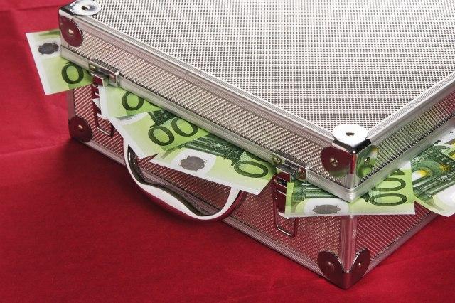 Тоа е плата: 5.000 банкари заработуваат по милион евра годишно