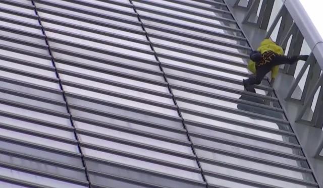 (Видео) Уапсен францускиот спајдермен: Пак без јажиња по згради