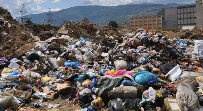 Комунална хигиена расчисти 20 кубни метри отпад од приватен двор во Лисиче