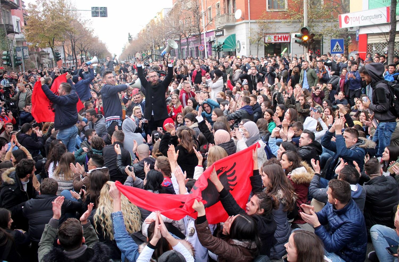 Инциденти и тензии на протестот на албанската опозицијата во Тирана