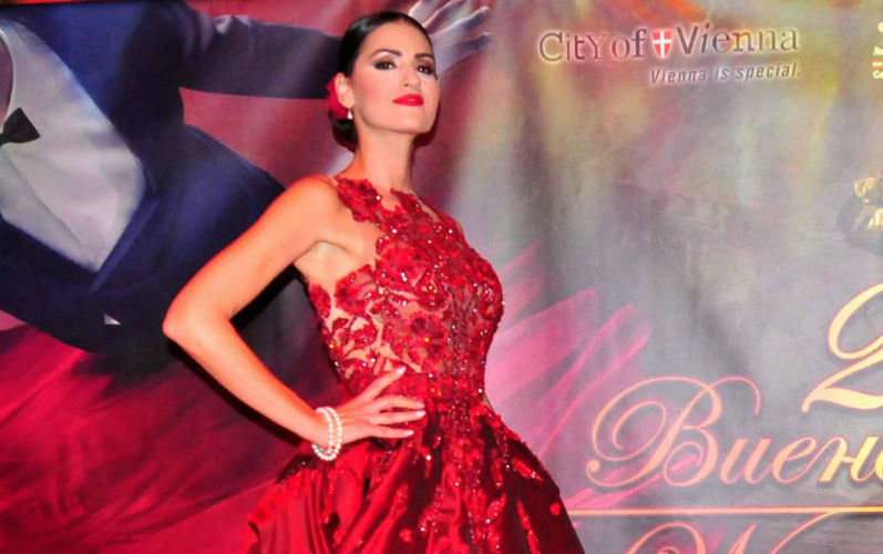 Најубава на Виенскиот бал : Само Вера може да носи црвена тоалета како дама