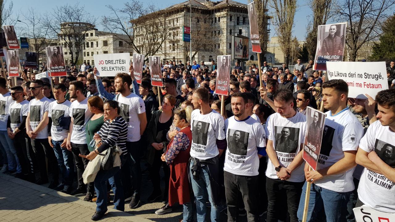 Protestë para gjykatës: Kërkohet me çdo kusht lirimi i Abfulfeta Alimit