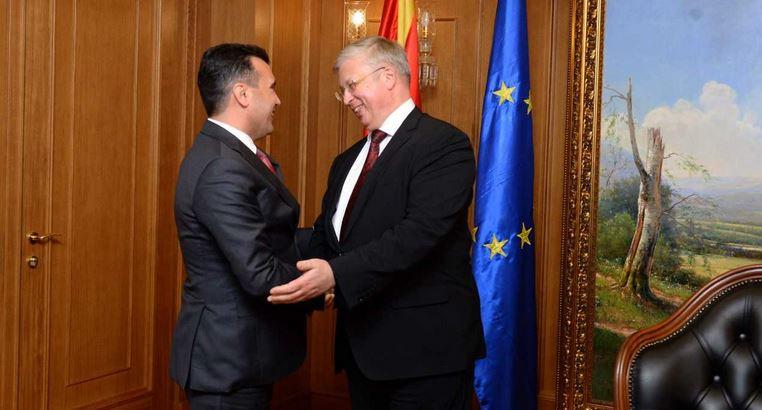 Ambasadori rus ia dorëzoi Zaevit notën për njohjen e emrit të ri